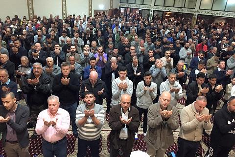 Photo of Muslims celebrate Eid al-Fitr worldwide